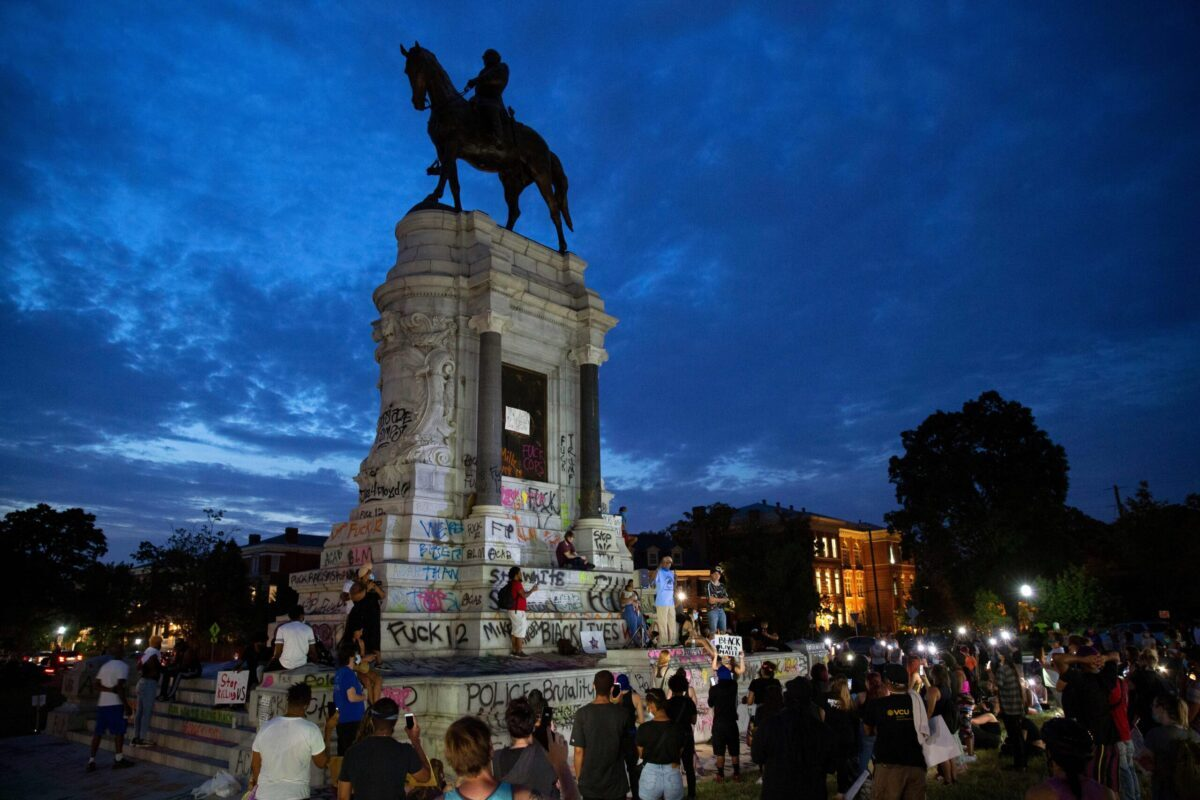"People gather around the Robert E. Lee statue on Monument Avenue in Richmond, Virginia, on June 4, 2020, amid continued protests over the death of George Floyd in police custody. - Earlier in the day, Virginia governor Ralph Northam announced plans to remove the statue of the Confederate general, directing the Department of General Services to remove it ""as soon as possible."" (Photo by Ryan M. Kelly / AFP)"