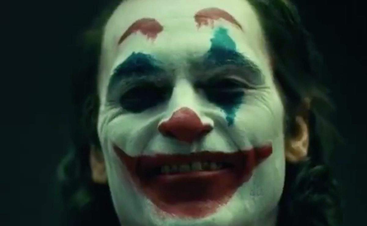 Mary Sue Joaquin: Joaquin Phoenix In Full 'Joker' Makeup Is Unsettling As