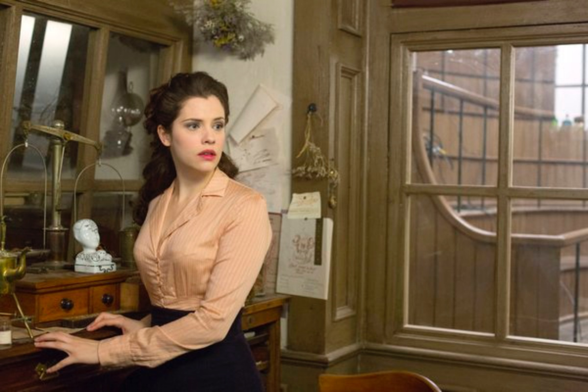 """DRACULA -- """"From Darkness To Light"""" Episode 104 -- Pictured: Jessica De Gouw as Mina Murray -- (Photo by: Jonathon Hession/NBC)"""