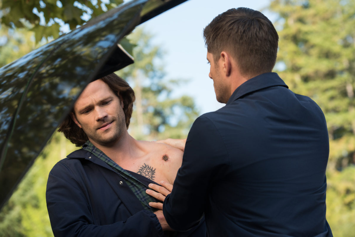 Dean tends to a wounded sam