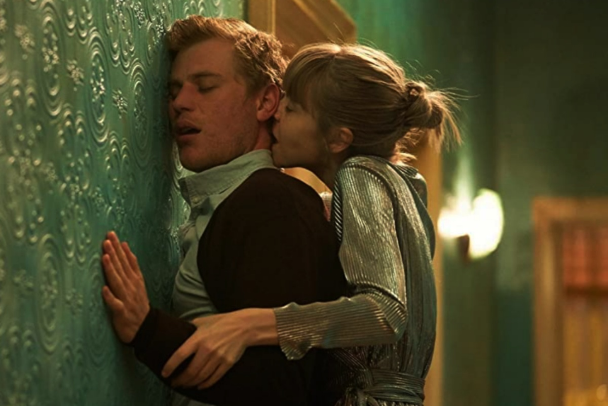 Johnny Flynn and Antonia Campbell-Hughes in Cordelia (2019)