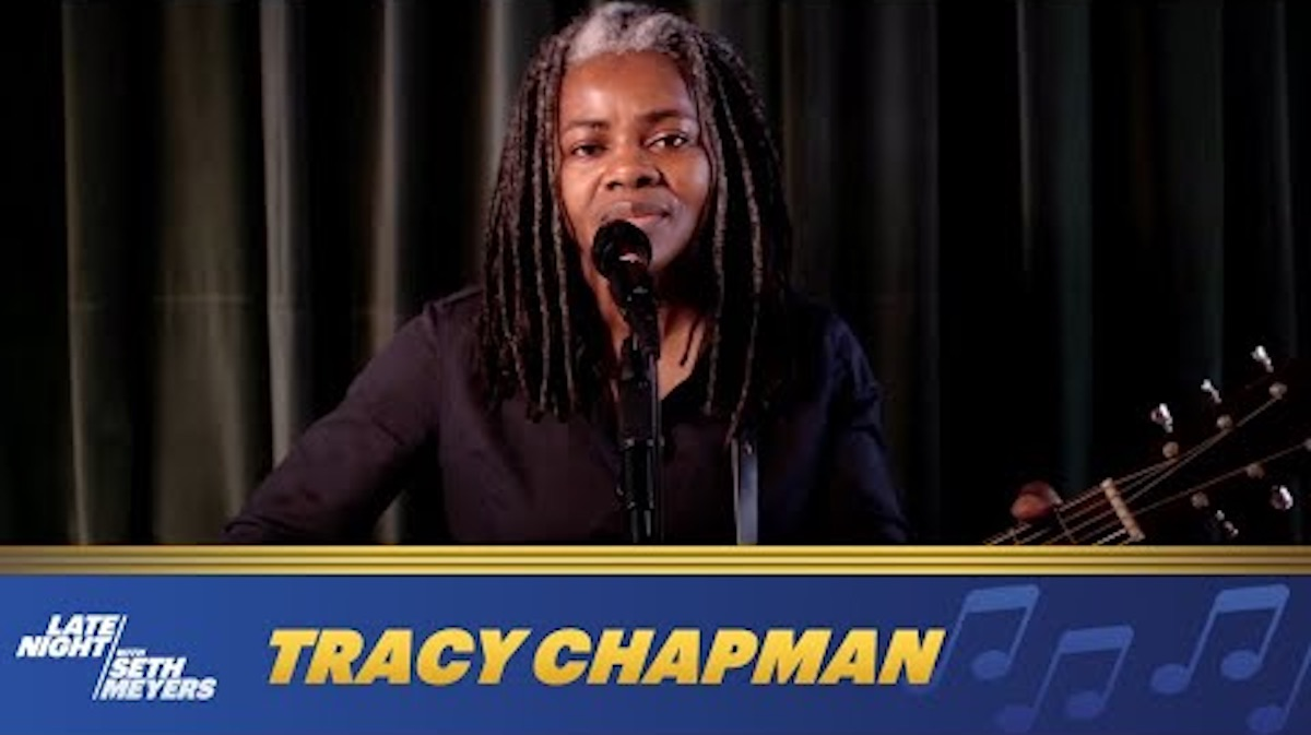 Tracy Chapman on Late Night With Seth Meyers sings 'Talking Bout a Revolution'