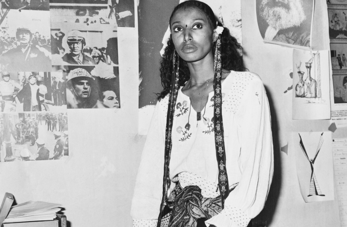 American model and actress Donyale Luna (1945 – 1979) in Italy, 1973. On the wall behind her are pictures of Mahatma Gandhi and Karl Marx. (Photo by Keystone/Hulton Archive/Getty Images)
