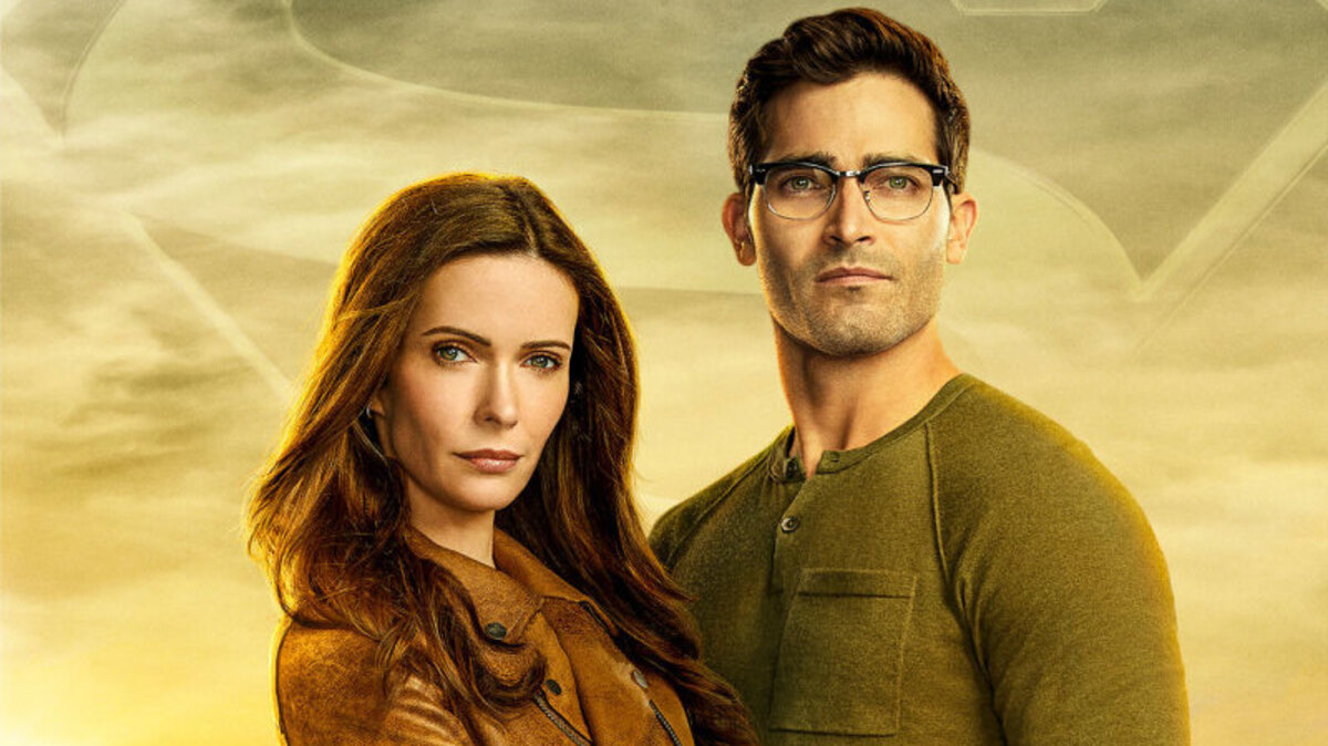 Superman & Lois -- Image Number: SML_PR_2Shot_8x12.jpg -- Pictured (L-R): Bitsie Tulloch as Lois Lane and Tyler Hoechlin as Clark Kent -- Photo: Nino Muñoz/The CW -- © 2020 The CW Network, LLC. All Rights Reserved.