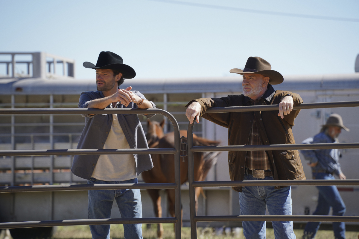 """Walker -- """"Pilot"""" -- Image Number: WLK101b_0052r -- Pictured (L-R): Jared Padalecki as Cordell Walker and Mitch Pileggi as Bonham Walker -- Photo: Rebecca Brenneman/The CW -- © 2020 The CW Network, LLC. All Rights Reserved."""