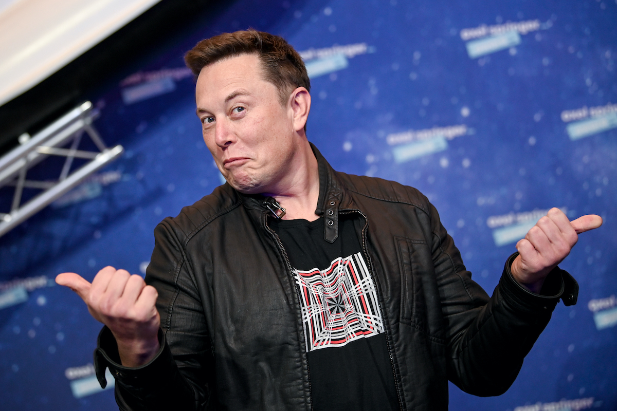 Oh Cool, Elon Musk Has Some 'Skit Ideas' for Saturday Night Live