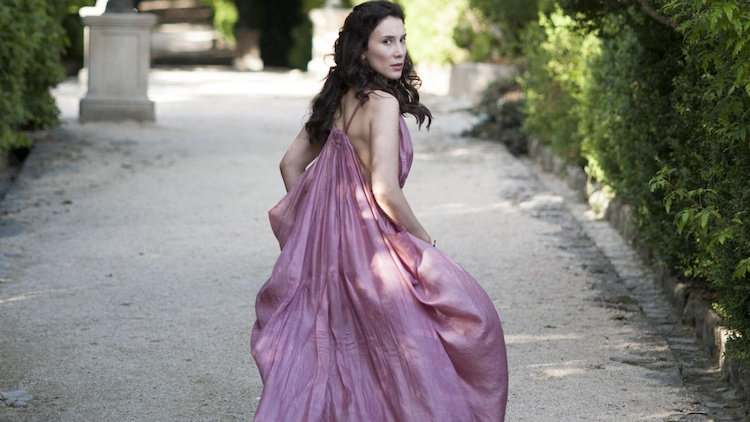 Shae escaping from Westeros to start her own clothing empire in the Free Cities