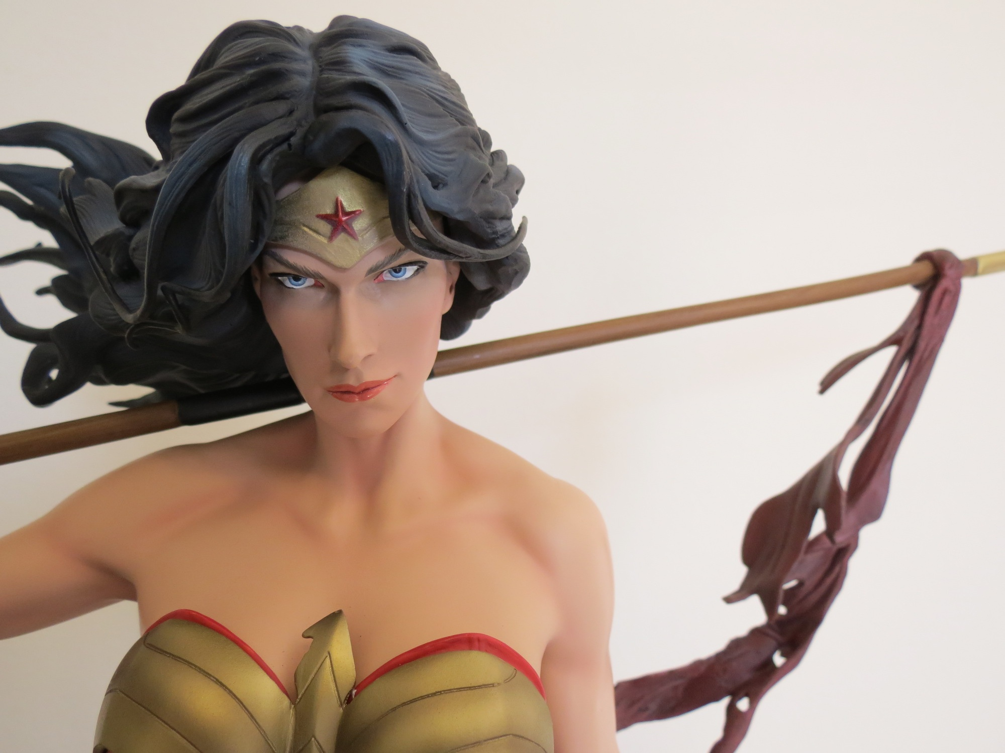 Wonder Woman Premium Format™ Figure by Sideshow Collectibles